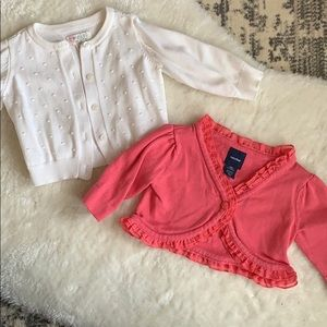 2x cardigans in pink and white